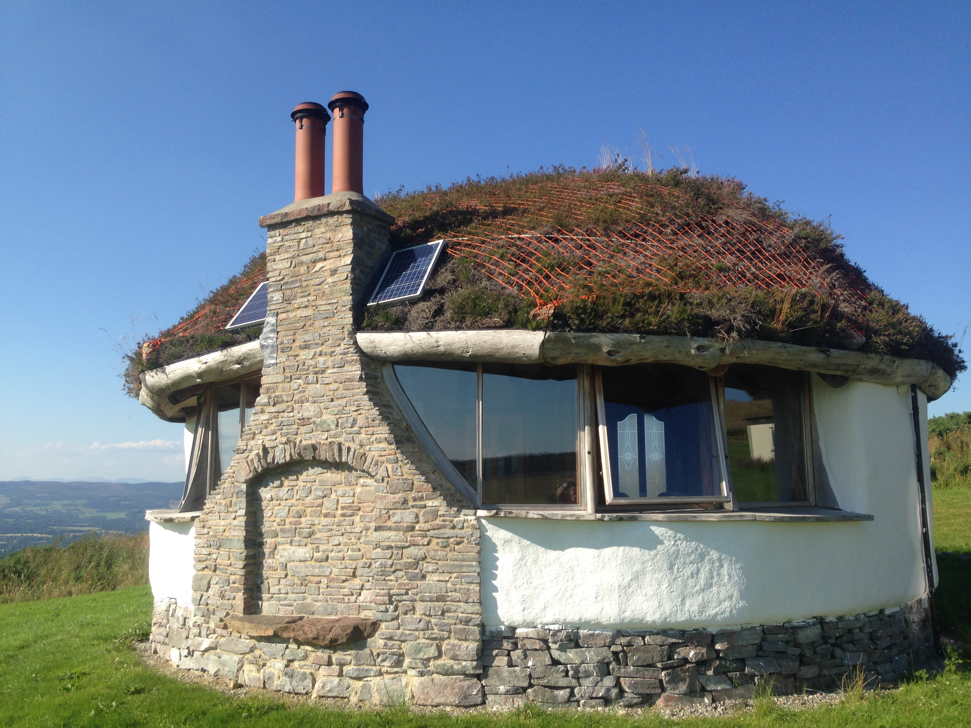 The Straw Bale Studio at Moniack Mhor - Scotland's Creative Writing Centre. Image provided by Lee McGowan.