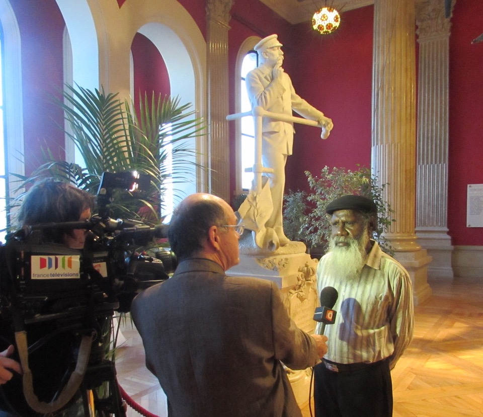 Sid Bruce Shortjoe being interviewed for national French television. Image courtesy: Pormpuraaw Art & Culture Centre